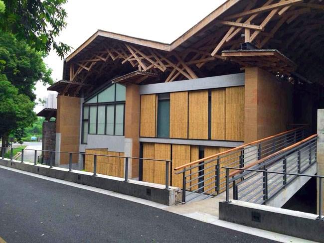 别墅斜屋顶木质材料