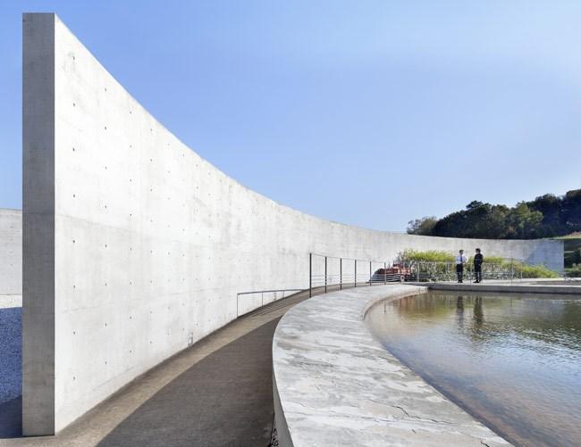 设计:安藤忠雄 淡路梦舞台,位于淡路岛的东岸,有座能眺望海的高台,是