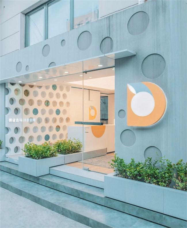 外立面通过代表平拍ip的圆形元素延伸到室内空间,并应用趣味性的材质