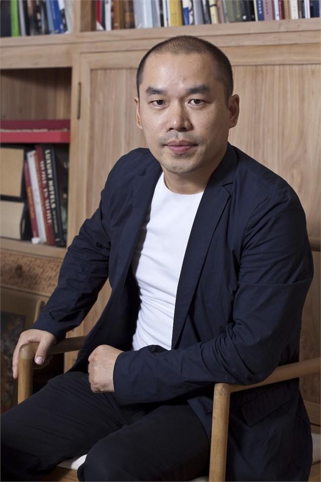 王小根先生形象照.JPG